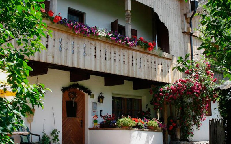Ciasa-Bruescia-bed-and-breakfast-entrance-summer